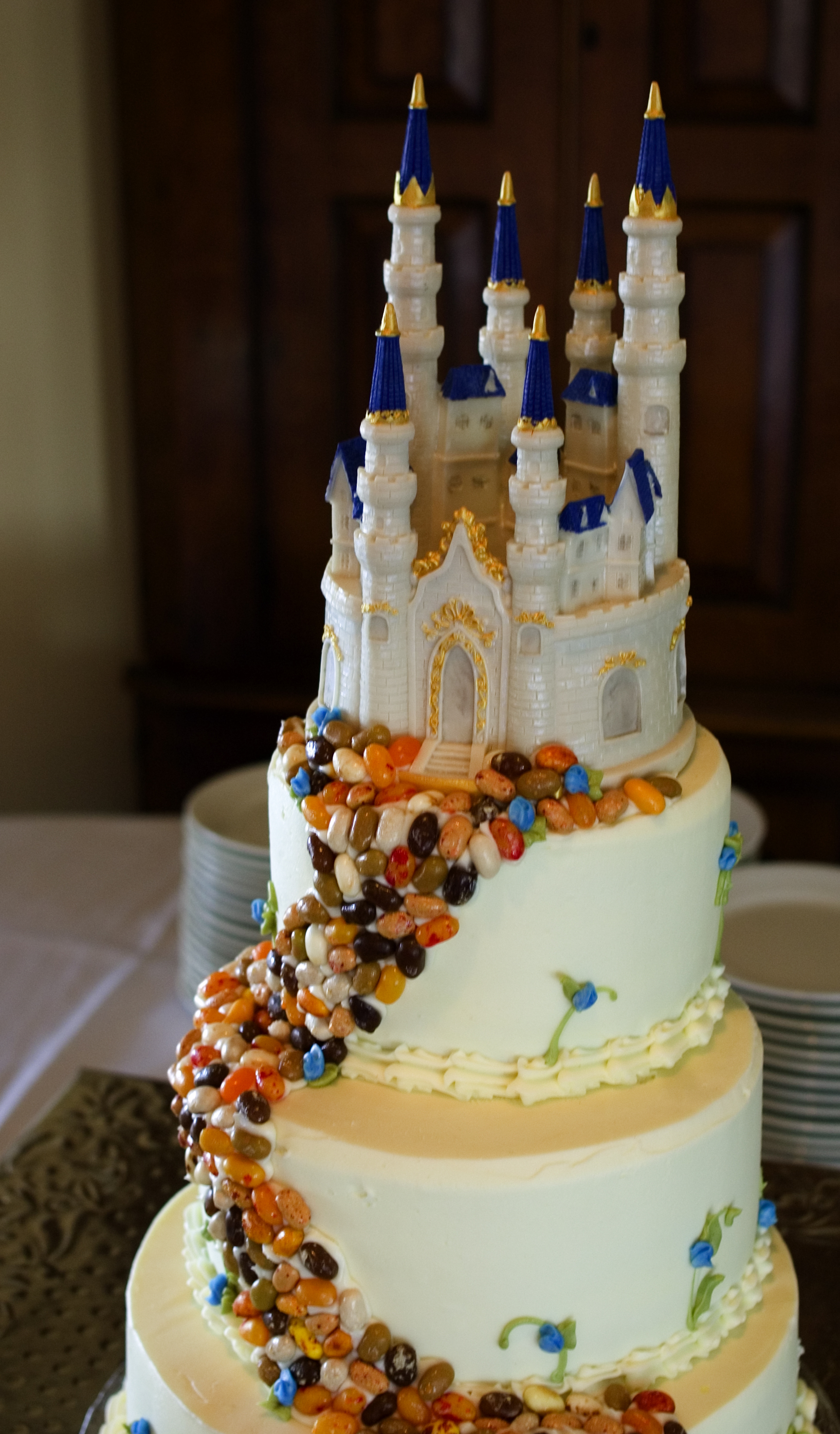 AMAZING geeky wedding cakes! A solid list of inspiration for a geeky wedding.